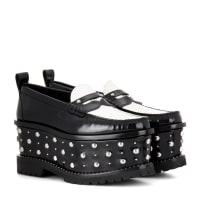 GivenchyNietenverzierte Plateau-Loafers aus Leder