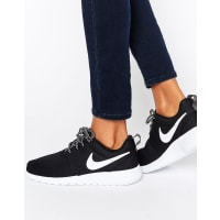 NikeRoshe Sneakers In Black And White - Black