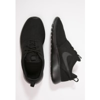 NikeROSHE ONE Trainers black