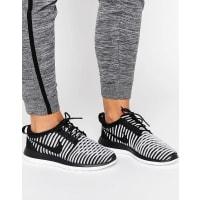 NikeRoshe Two Flyknit Sneakers - Black