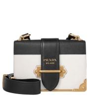 PradaUmhängetaschen - Cahier Crossbody Bag City Calf + Saffiano Talco/ Nero - in weiß, schwarz für Damen