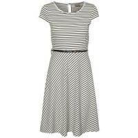 Vero ModaKleid mit kurzen Ärmeln