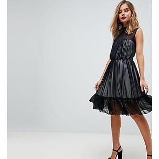 Schwarzes kleid farblich aufpeppen