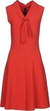 Kurzes Kleid mit V-Ausschnitt und Satinborten MKT oLzE82
