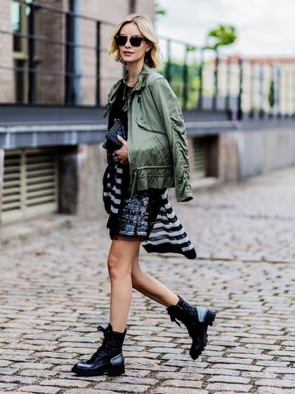 So könnt ihr eure Biker-Boots zum Sommerkleid stylen
