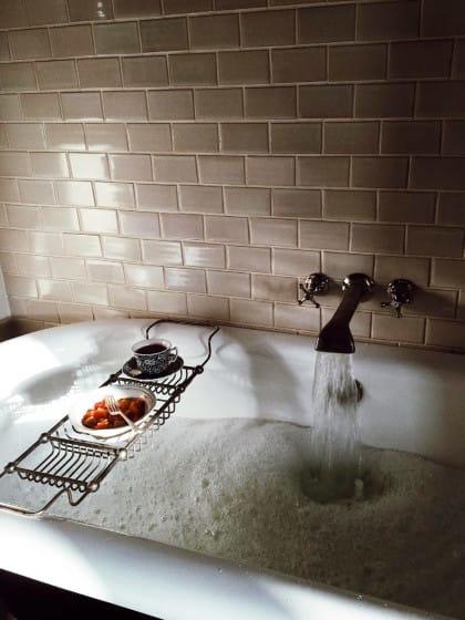 Home-Spa gefällig? So dekorieren Profis ihre Badewanne