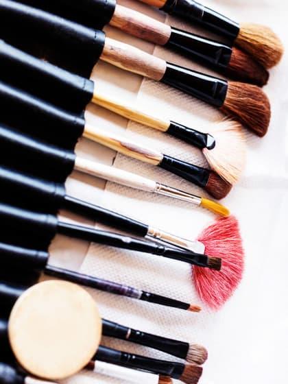 Make-up-Junkies aufgepasst: So solltet ihr eure Kosmetikpinsel wirklich reinigen
