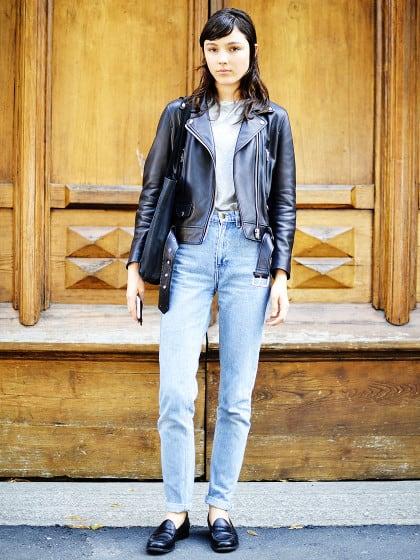 So wird dein Jeans-und-T-Shirt-Outfit ganz einfach zum coolen Fashion-Look