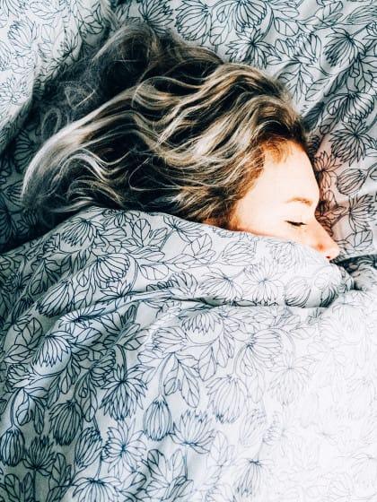 wann schlafen gehen hier gibt 39 s die antwort stylight. Black Bedroom Furniture Sets. Home Design Ideas
