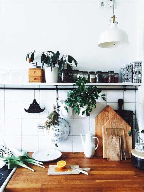 kleine k che einrichten die 5 besten tipps tricks stylight. Black Bedroom Furniture Sets. Home Design Ideas