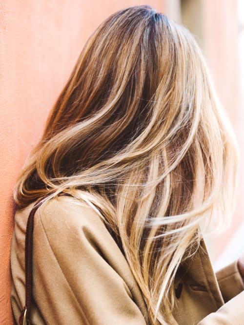 blondierw sche wie die aufhellung zu hause funktioniert stylight. Black Bedroom Furniture Sets. Home Design Ideas