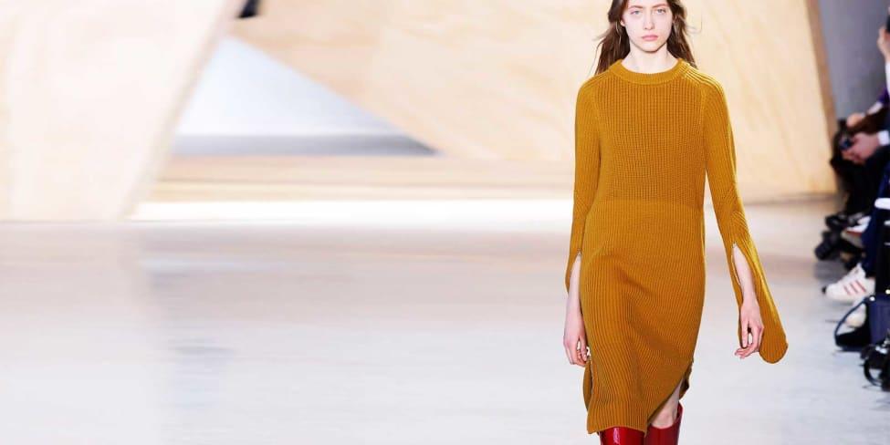 Strickkleider kombinieren: So siehst du damit aus wie ein Fashion-Profi
