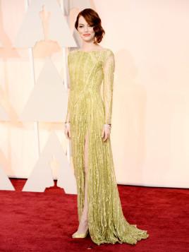 Emma Stone bei den Oscars in einer moosgrünen Abendrobe