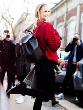 Karlie Kloss mit Rucksack