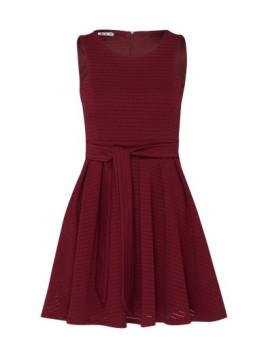 Ausgestelltes Kleid mit Lochmuster lila / rot