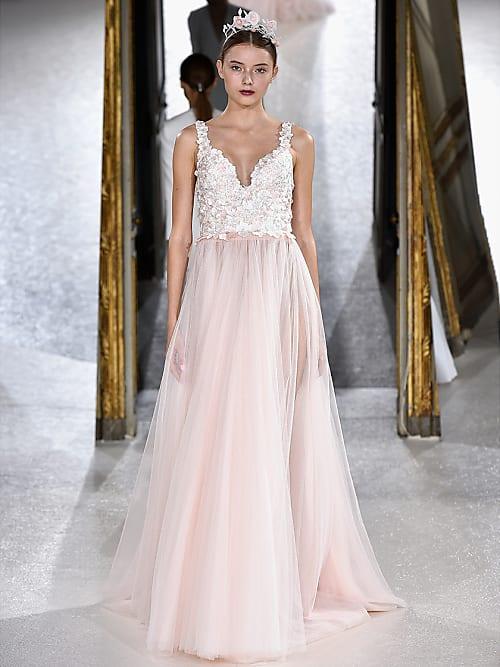 Dein Brautkleid sollte jetzt DIESE Farbe haben: Blush Rosa | Stylight