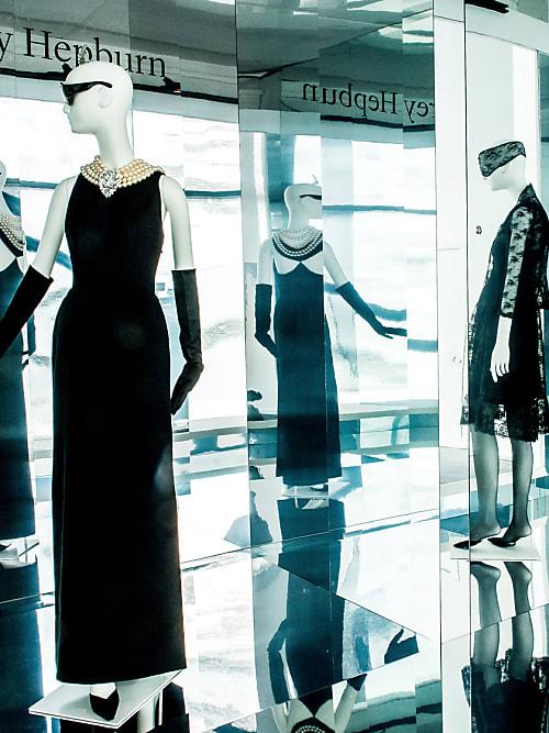 Givenchy Ausstellung: das Kleid aus Frühstück bei Tiffany   Stylight