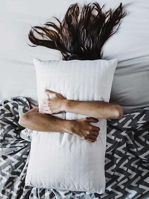 dieses anti aging kissen ist bestseller auf amazon stylight. Black Bedroom Furniture Sets. Home Design Ideas
