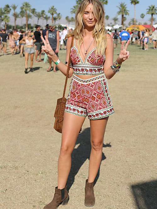 coachella styles die coolsten looks outfits stylight. Black Bedroom Furniture Sets. Home Design Ideas