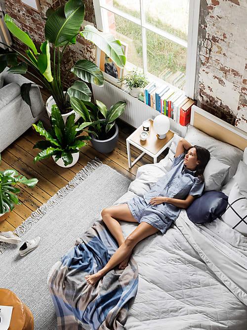 Gut schlafen im Sommer: Mit diesen 5 Tipps wird das Bett ...