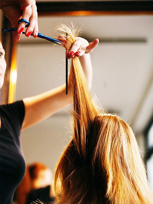 5 gute gr nde warum du deine haare ab sofort trocken schneiden lassen solltest stylight. Black Bedroom Furniture Sets. Home Design Ideas