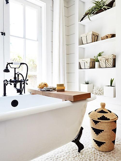 5 astuces pour optimiser l 39 espace dans une petite salle de bain stylight. Black Bedroom Furniture Sets. Home Design Ideas