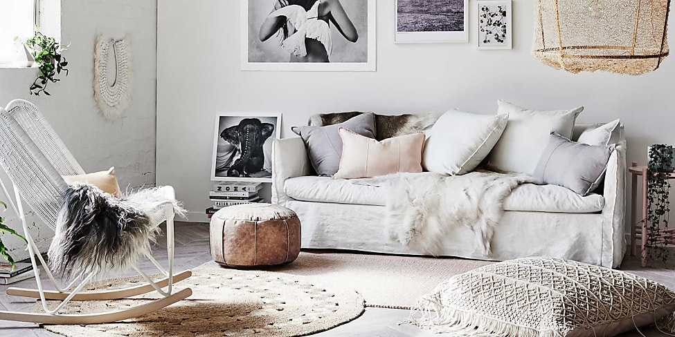 Grande come arredare una parete dietro al divano ge27 pineglen - Decorare parete dietro divano ...