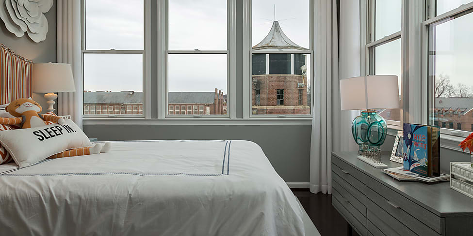 comment meubler sa chambre pour mieux dormir stylight. Black Bedroom Furniture Sets. Home Design Ideas