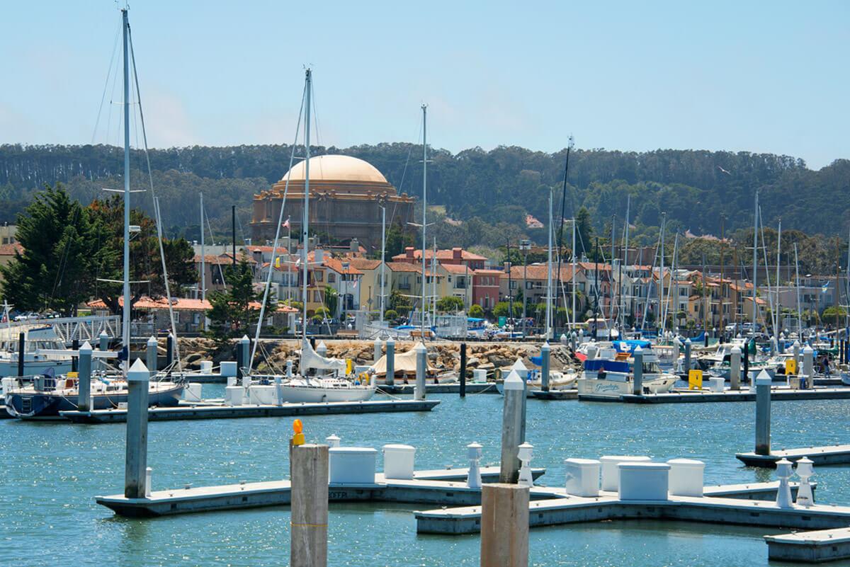 San Francisco Marina Bölgesi: Sahil, tekneler ve güneş her zaman güzeldir
