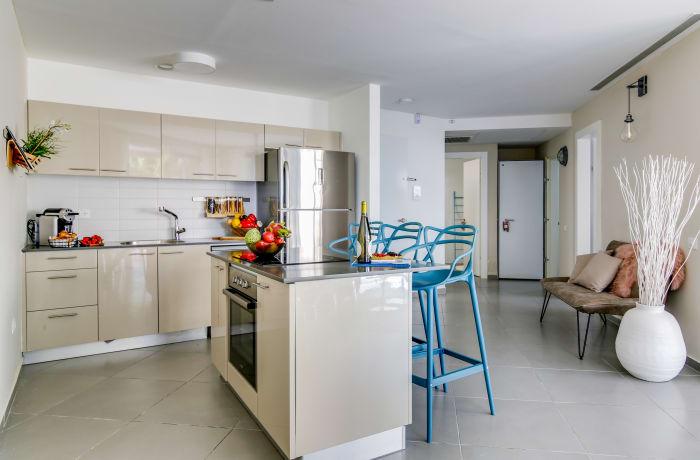 Apartment in Trumpeldor, City Center - Beach Area - 5