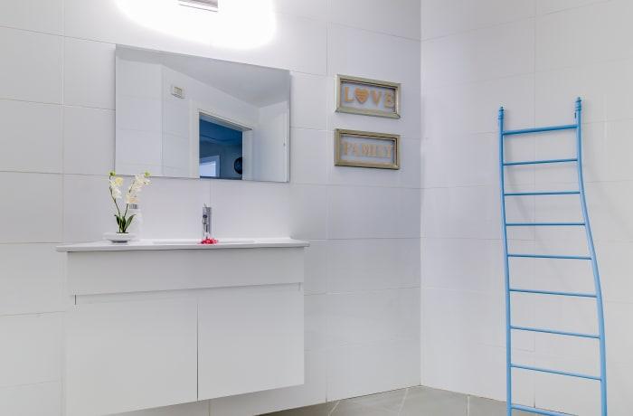 Apartment in Trumpeldor, City Center - Beach Area - 8