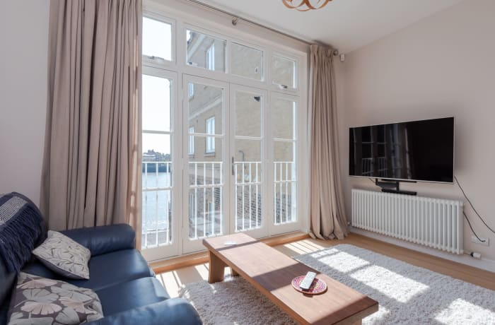 Apartment in Thames View, Canary Wharf - 1