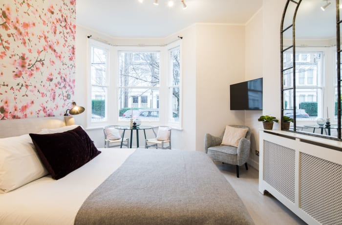 Apartment in Lena Gardens I, Hammersmith - 6