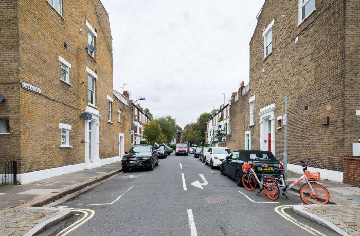 Apartment in Lena Gardens I, Hammersmith - 0