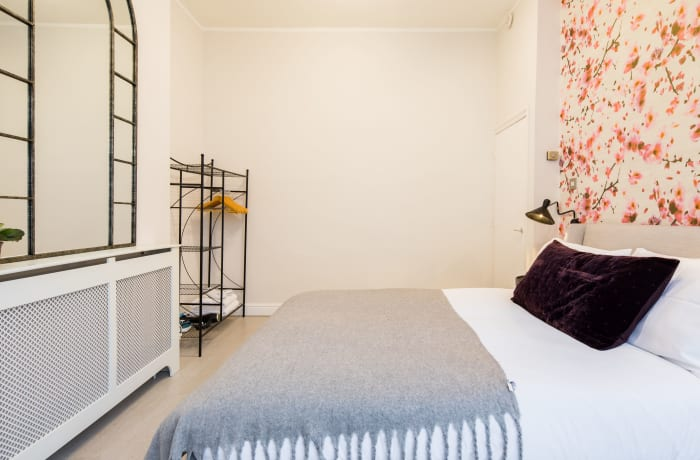 Apartment in Lena Gardens I, Hammersmith - 5