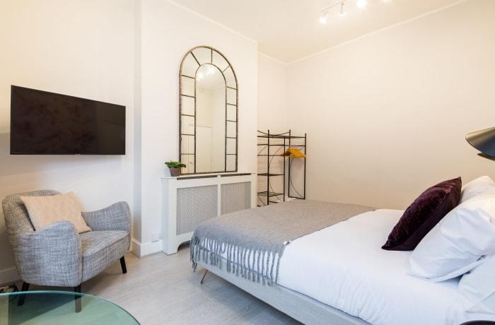 Apartment in Lena Gardens I, Hammersmith - 13