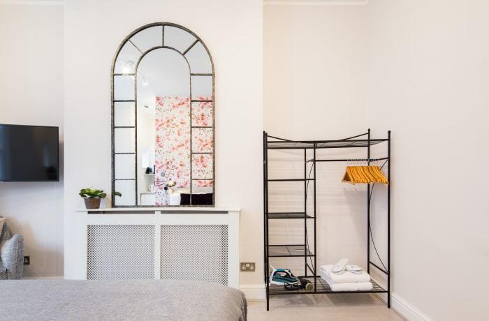 Apartment in Lena Gardens I, Hammersmith - 15
