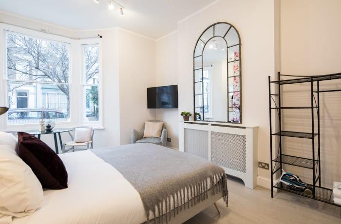 Apartment in Lena Gardens I, Hammersmith - 14