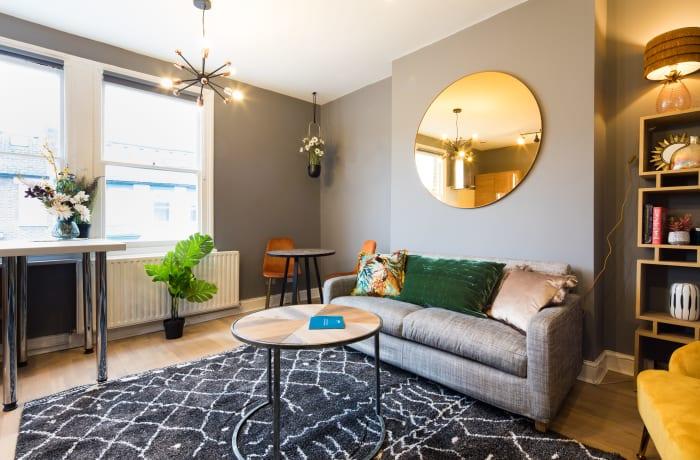 Apartment in Lena Gardens V, Hammersmith - 1