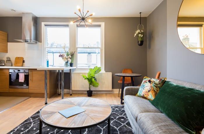 Apartment in Lena Gardens V, Hammersmith - 5