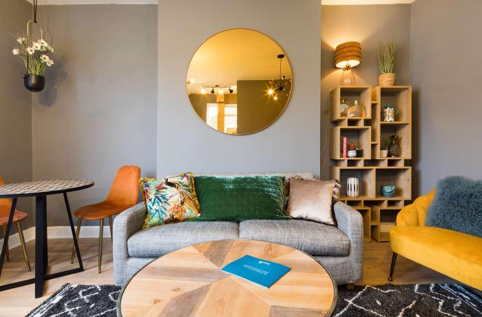 Apartment in Lena Gardens V, Hammersmith - 2