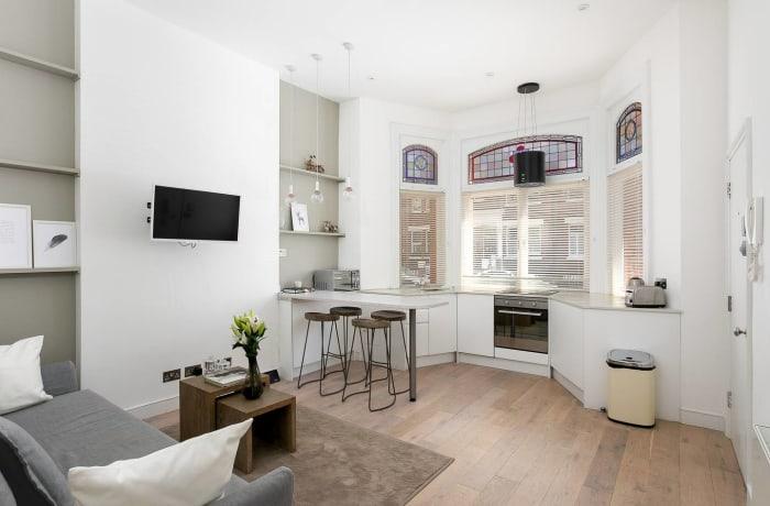 Apartment in Chic Kensington, Kensington - 1