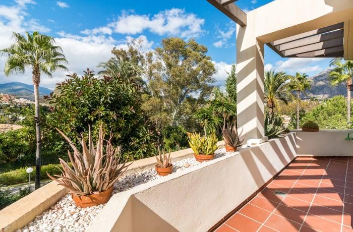 Apartment in Las Brisas, Marbella - 12