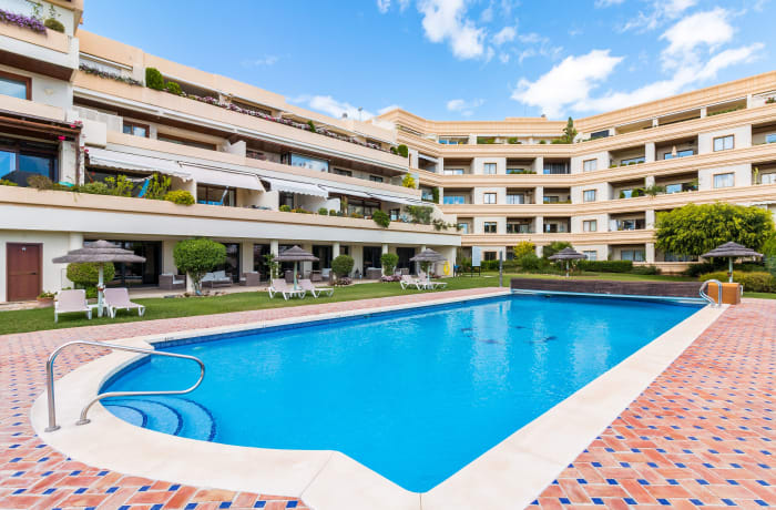 Apartment in Las Brisas, Marbella - 14