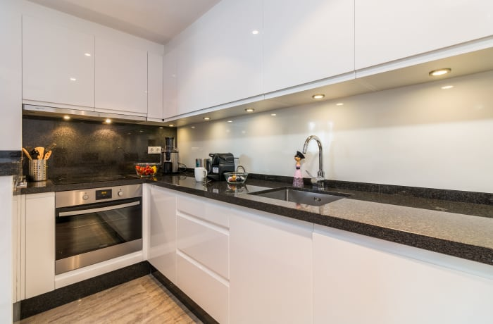 Apartment in Las Brisas, Marbella - 4