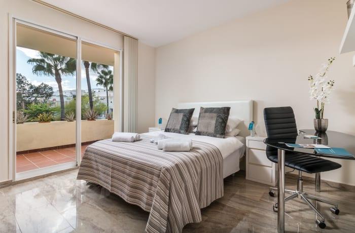 Apartment in Las Brisas, Marbella - 5