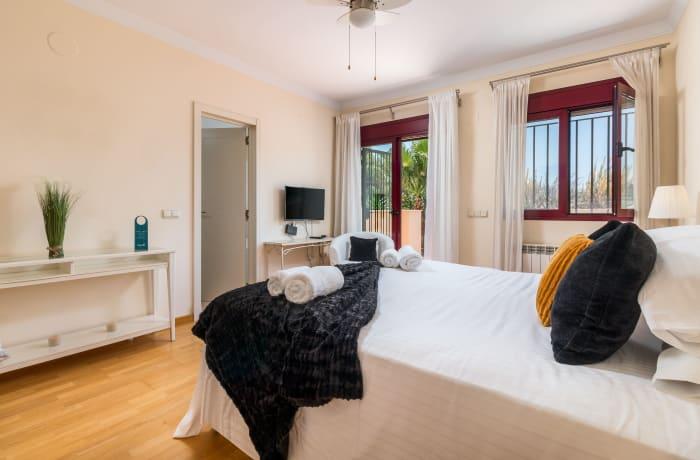 Apartment in Hacienda El Palmeral, Nueva Andalucia - 8