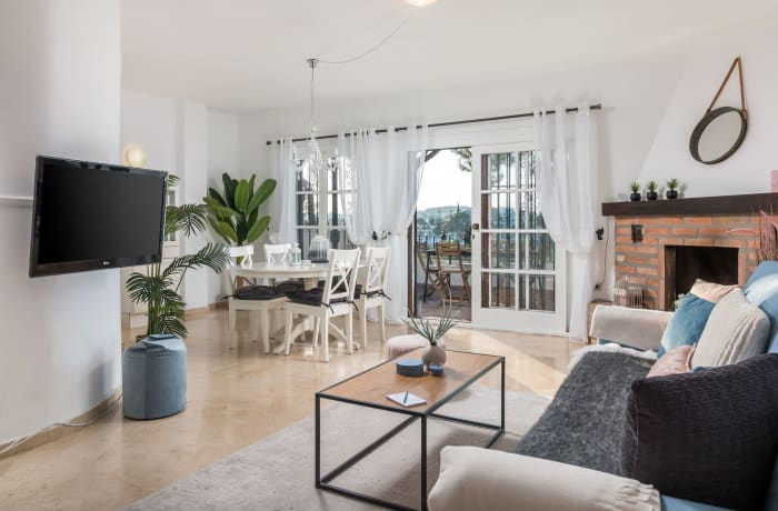 Apartment in Los Pinos, Nueva Andalucia - 2