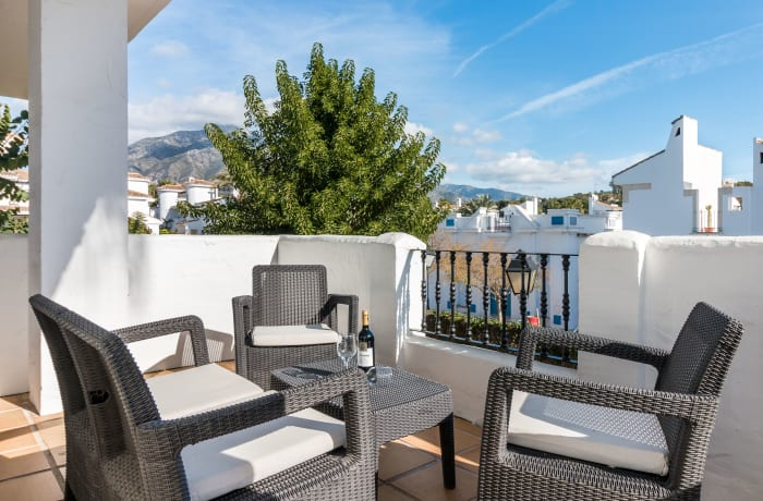 Apartment in Los Naranjos, Puerto Banus - 16