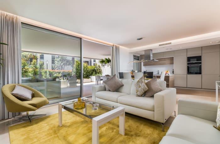 Apartment in Royal Banus I, Puerto Banus - 1